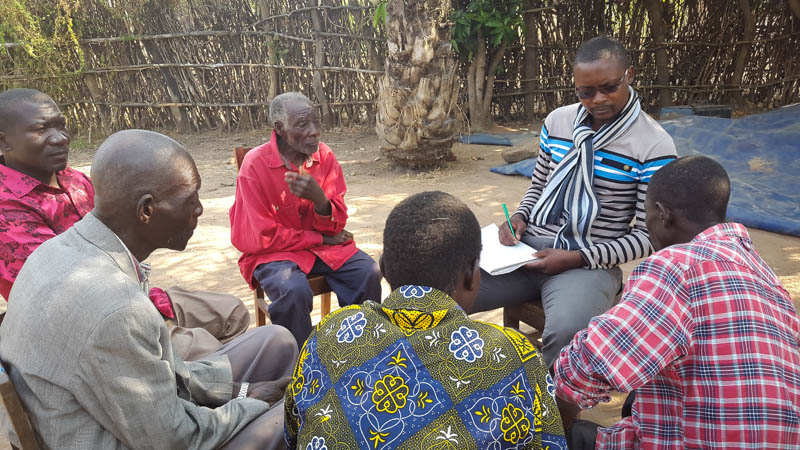 Akros staff discusses CLTS principals with village leaders.